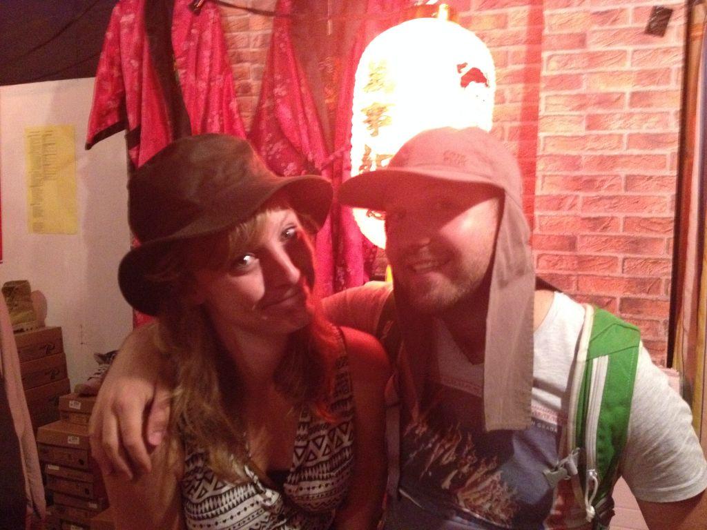 Ze verkochten ook hele sexy hoedjes bij de Joho :-P . Toch maar niet gekocht..